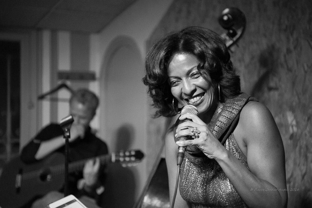 NINA PAPA chante le JAZZ BRESILIEN